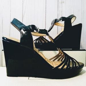 Adrienne Vittadini Black Wedge Sandals Cassia 6.5M